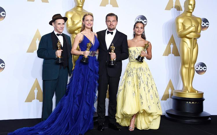 Premios Oscar 2016 - Mark Rylance, Brie Larson, Leonardo DiCaprio y Alicia Vikander con su Oscar