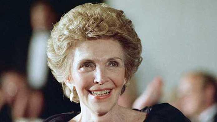Muere Nancy Reagan actriz y ex primera dama de los EEUU
