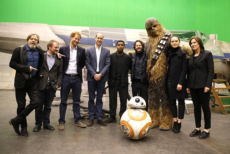 Star Wars VIII spoilers del guion de la película filtrados - Actores del reparto con el príncipe Guillermo