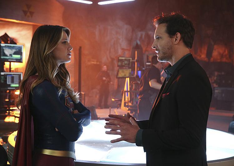 Imagenes y sinopsis del final de la temporada 1 de Supergirl - Kara Danvers y Maxwell Lord