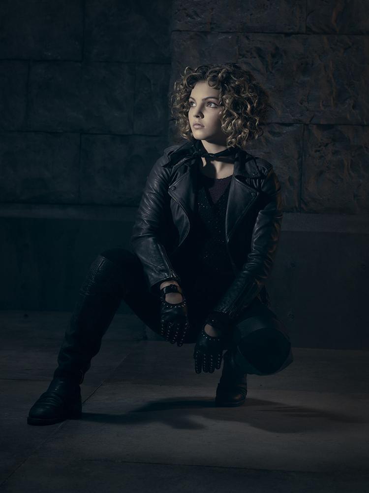 Gotham temporada 3 galería de personajes principales - Camren Bicondova como Selina Kyle futura Catwoman