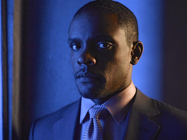 Gotham temporada 3 galería de personajes principales - Chris Chalk como Lucius Fox