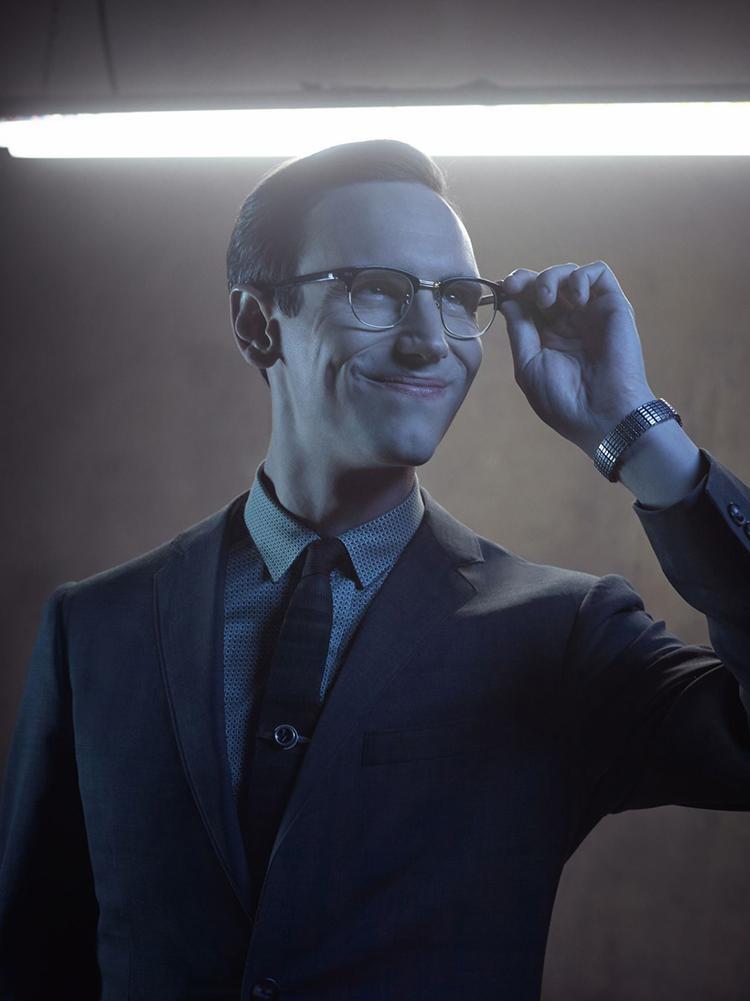 Gotham temporada 3 galería de personajes principales - Cory Michael Smith como Enigma