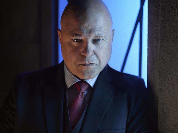 Gotham temporada 3 galería de personajes principales - Michael Chiklis como Nathaniel Barnes