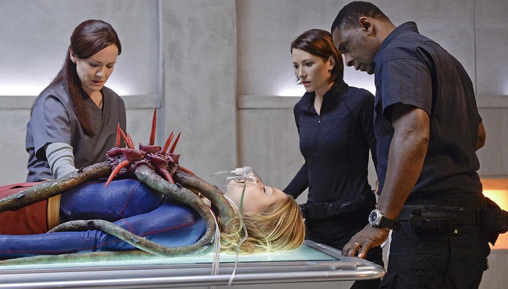 Supergirl avance de los episodios 13, 14 y 15 la chica que lo tiene todo
