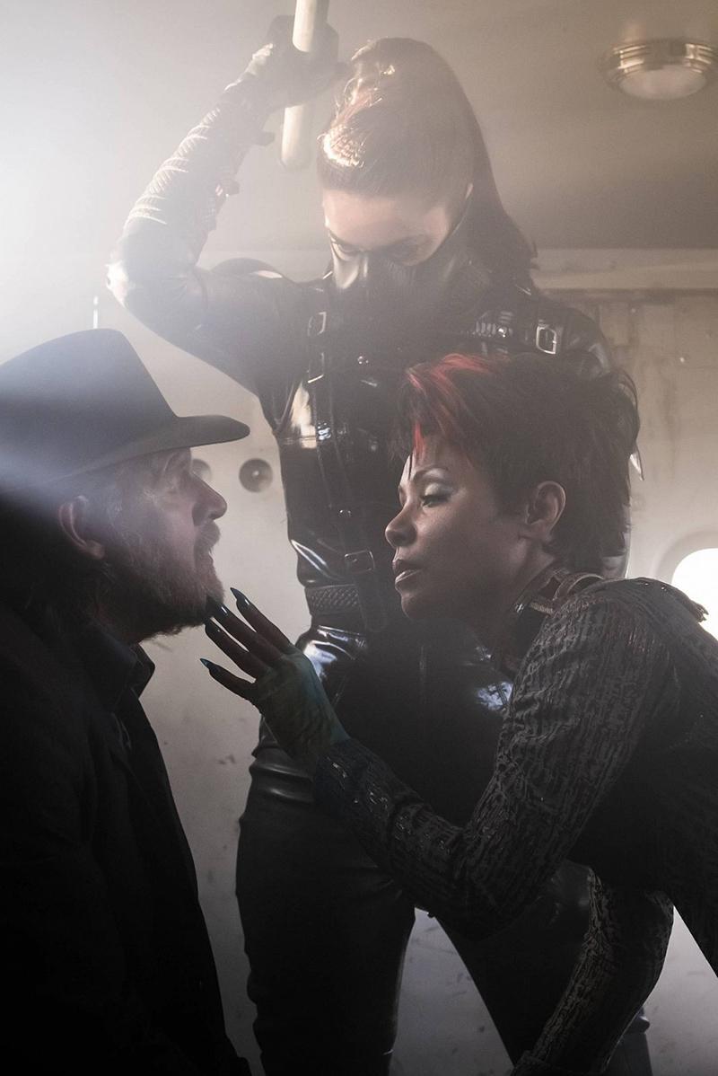 Gotham temporada 3 nuevas imágenes Poison Ivy, Fish Mooney y el doble de Bruce - Donal Logue y Jada Pinkett Smith