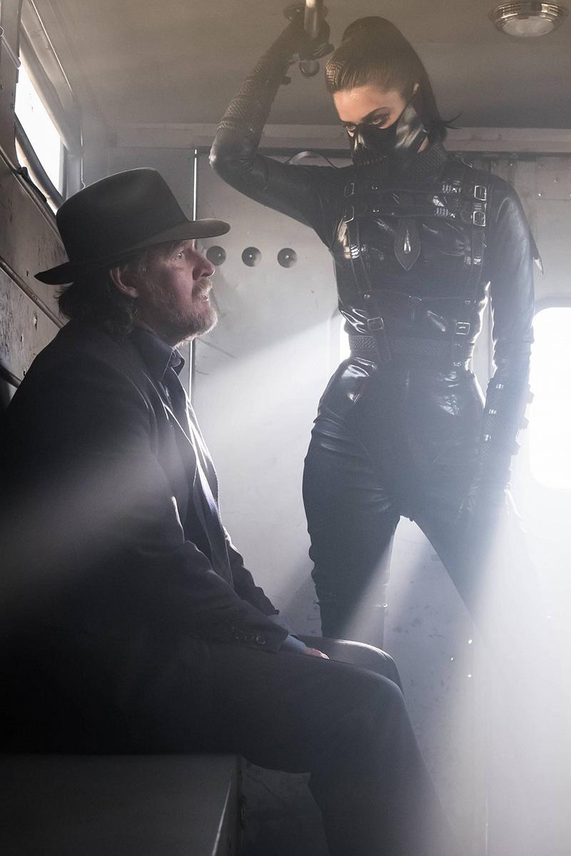 Gotham temporada 3 nuevas imágenes Poison Ivy, Fish Mooney y el doble de Bruce - Donal Logue