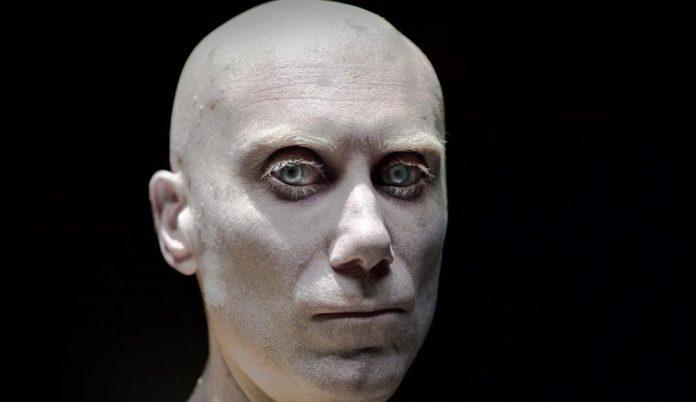 Caliban enjaulado en una nueva imagen de 'Logan'