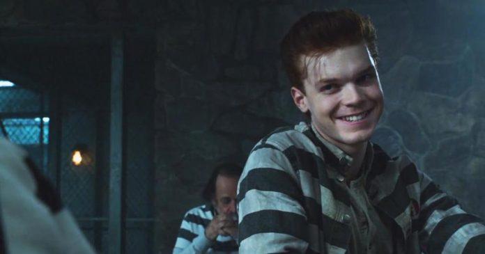 Gotham temporada 3 sinopsis 3x12 'Ghosts'