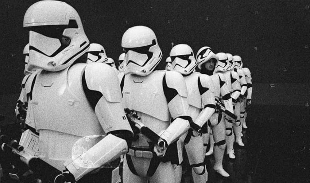 'Star Wars 8. The Last Jedi' el director Rian Johnson comparte foto de las tropas de asalto