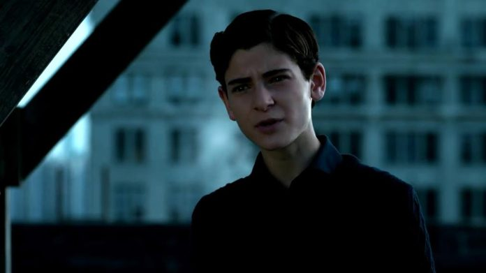 Bruce Wayne comienza a transformarse en Batman en la temporada 4 de 'Gotham'