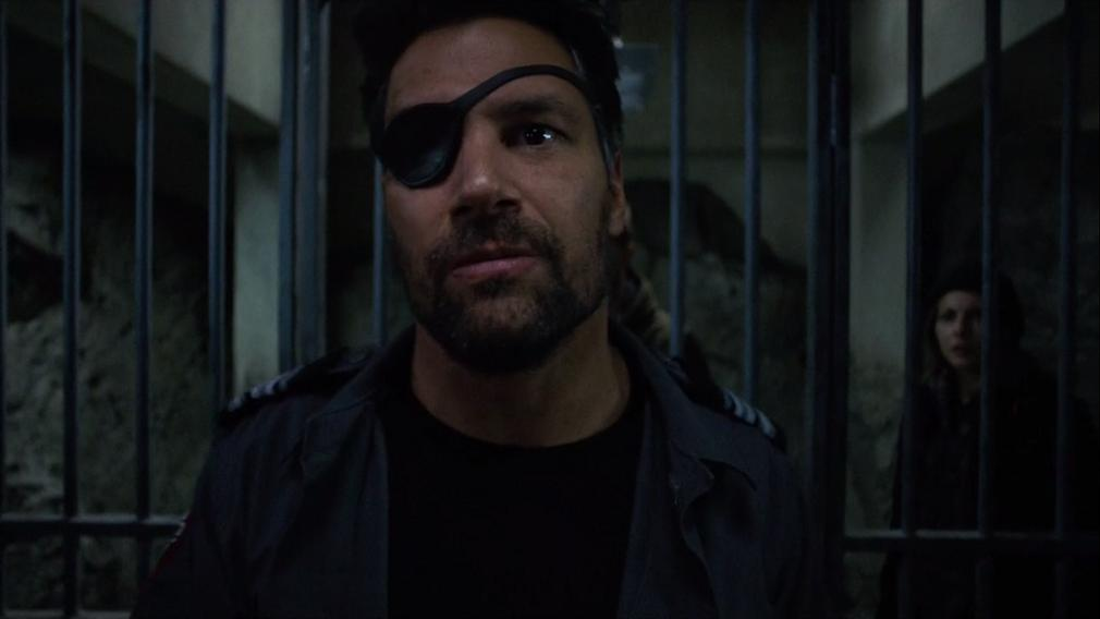 Deadstroke regresa en el final de la temporada 5 de 'Arrow'