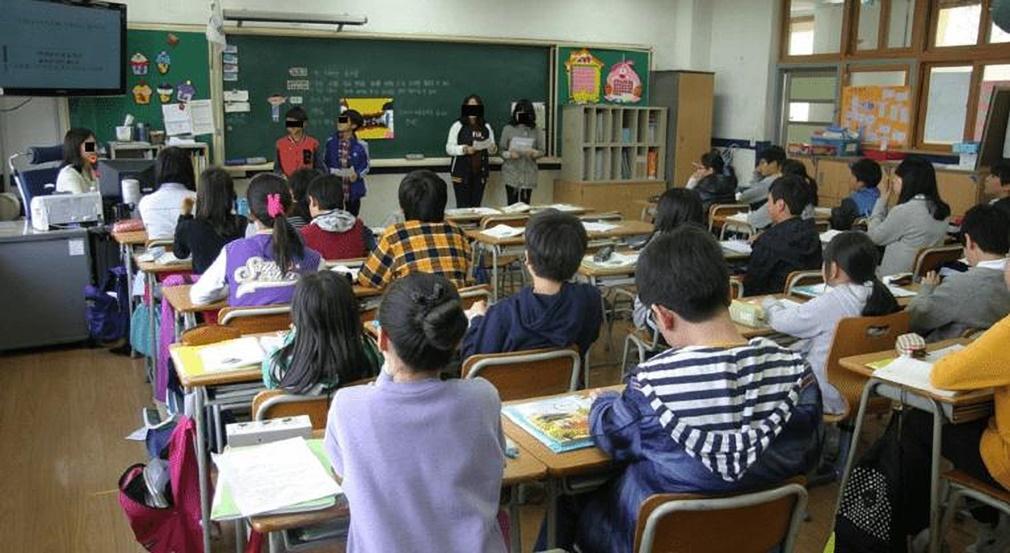 Acusan a dos profesores de abusos sexuales a un centenar de niños