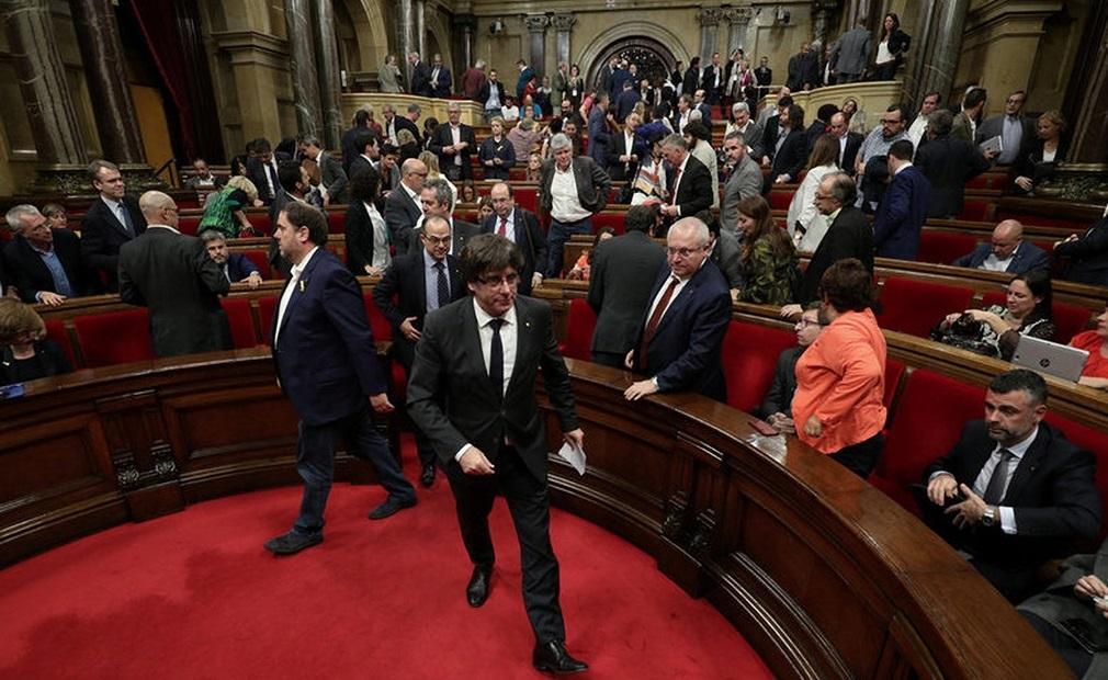 Fiscalía española considera acusar de rebelión a Puigdemont