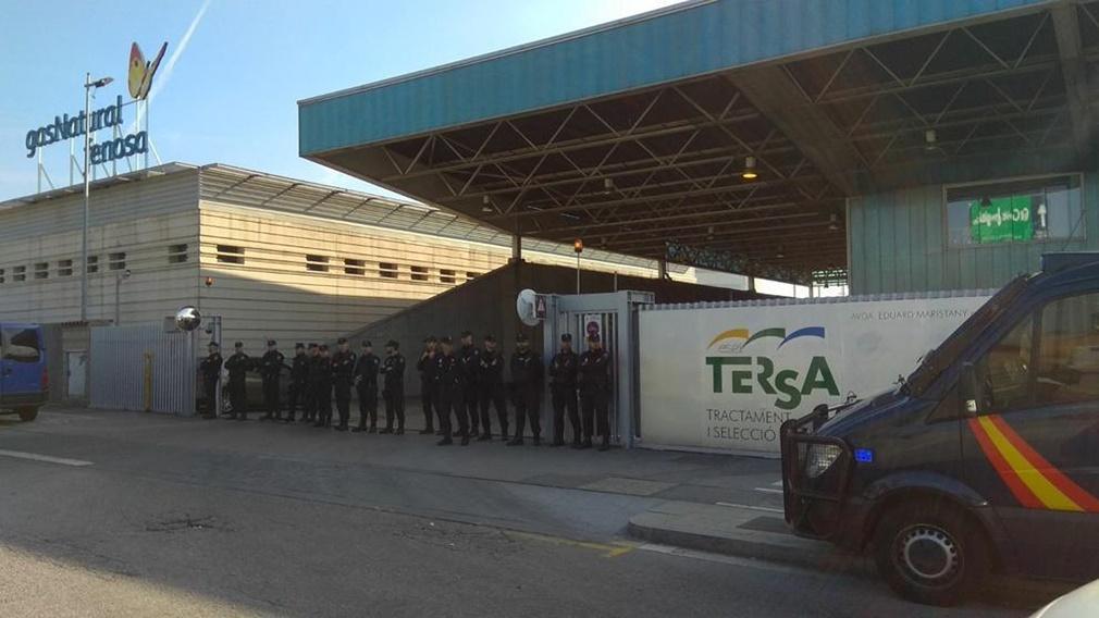 La Policía Nacional impide que los Mossos quemen documentos que podrían estar vinculados con el 1-O
