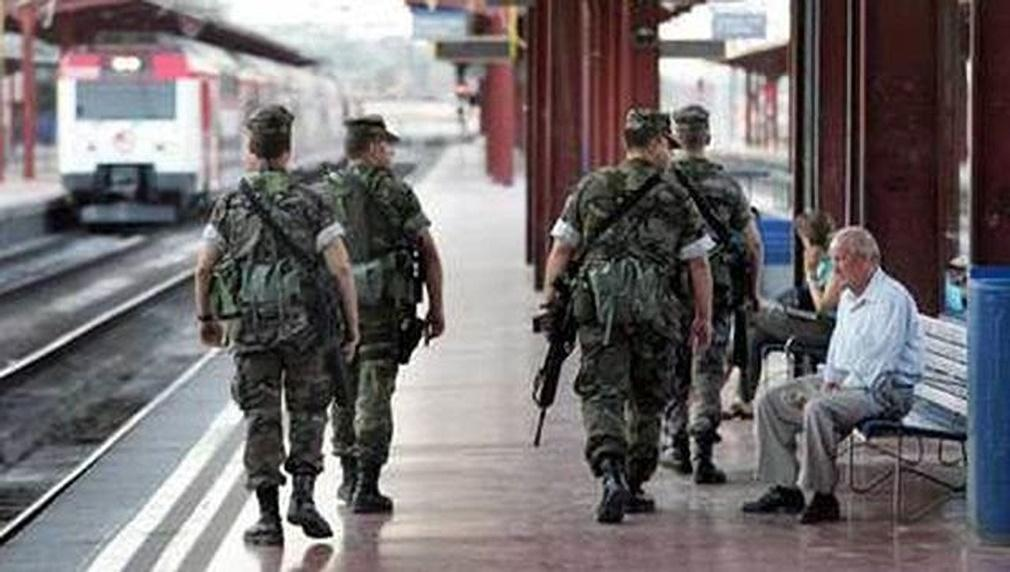 Las Fuerzas Armadas preparadas para garantizar el funcionamiento de los aeropuertos, puertos o la red de trenes en Catalunya