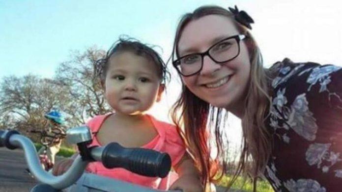 Una madre y su hija de 19 meses fallecen, tras chocar el coche en el que viajaban contra un oso