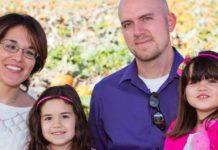 Hombre de 34 años acusado del presunto asesinato de su esposa y sus dos hijas pequeñas