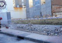 Menor herida de gravedad tras caer una pared derrumbada por el viento