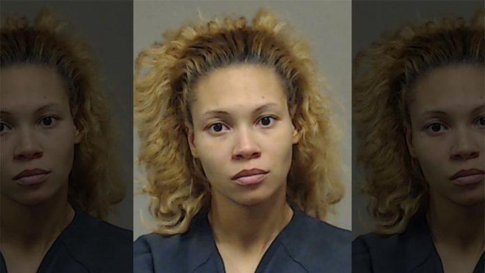 Una mujer acusada de disparar al hijo de 7 años de su novio
