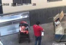 Cámaras de seguridad graban a un padre tirando a su hija recién nacida dentro de un contenedor de basura
