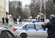Un menor armado con un hacha ataca a una profesora y tres niños