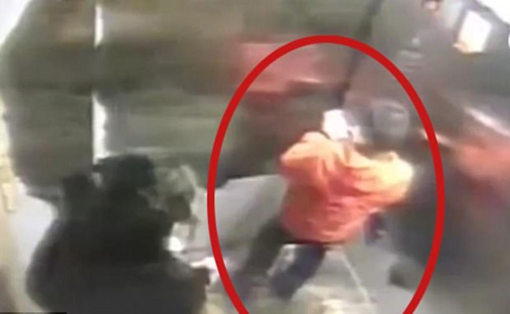 Un menor de 9 años muere tras ser golpeado por su madre durante 5 horas por perder un teléfono