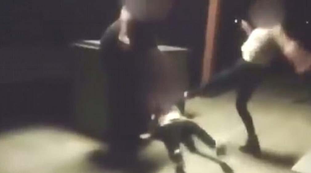 Menor discapacitada golpeada brutalmente por tres adolescentes, que filmaron el cruel ataque con un teléfono móvil.