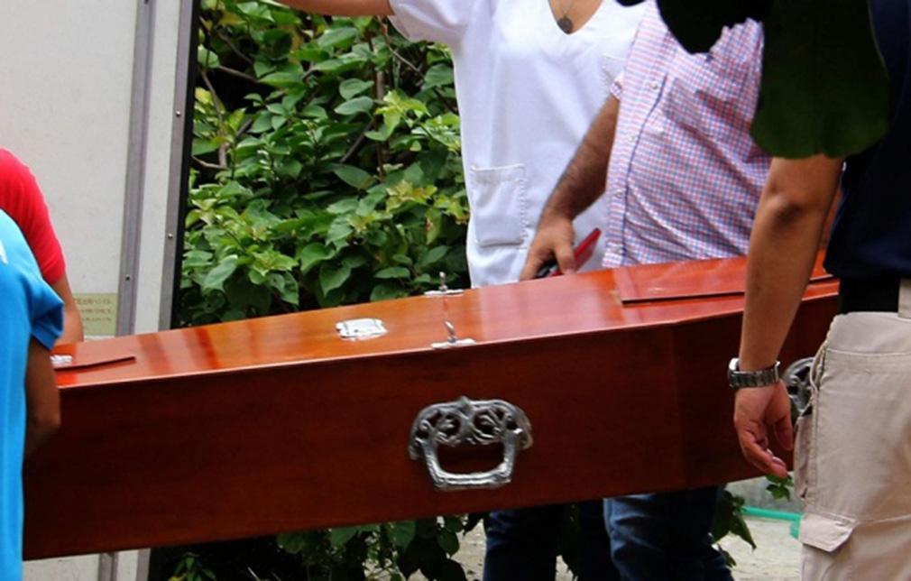 Mujer muerta 'dio a luz' en el ataúd — Insólito