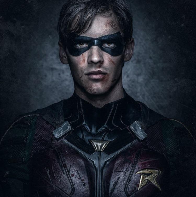 Brenton Thwaites como Robin en 'Titans'. Póster 01