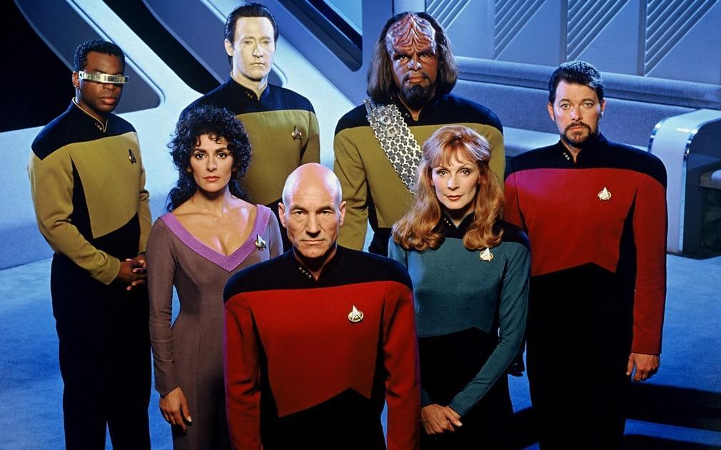 Patrick Stewart y su tripulacion en la erie 'Star Trek: La nueva generación'